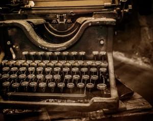 Old-rusty-typewriter_(3)[1]